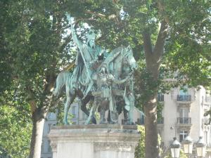 Statue near the Notre Dame