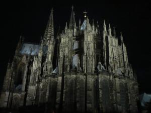 Кёльнский собор вечером