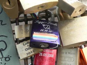 Sign of sexual minorities in the locks