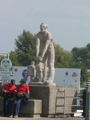 Памятник на главном вокзале в Щецине